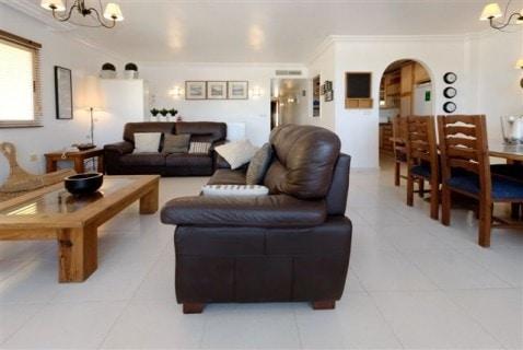 LO23C Living Area1