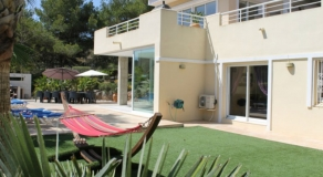 Individual Luxury 5 Bed Villa Rental - V03
